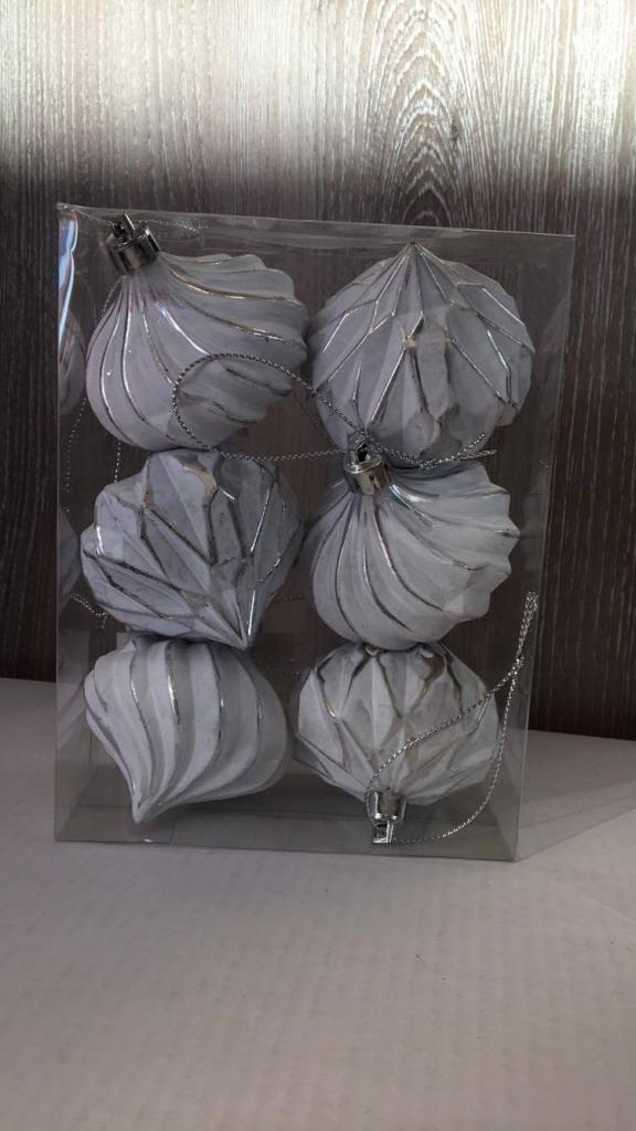 Set 6 globuri deco alb-argintii model bezea