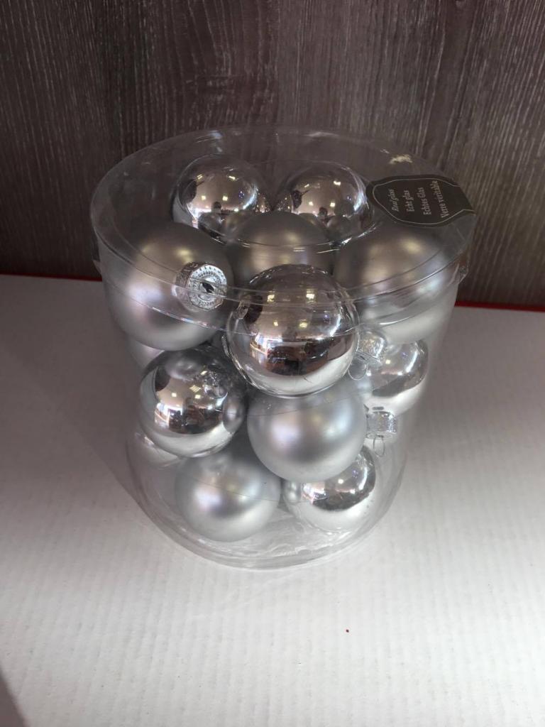 Set 18 globuri argintii din sticlă