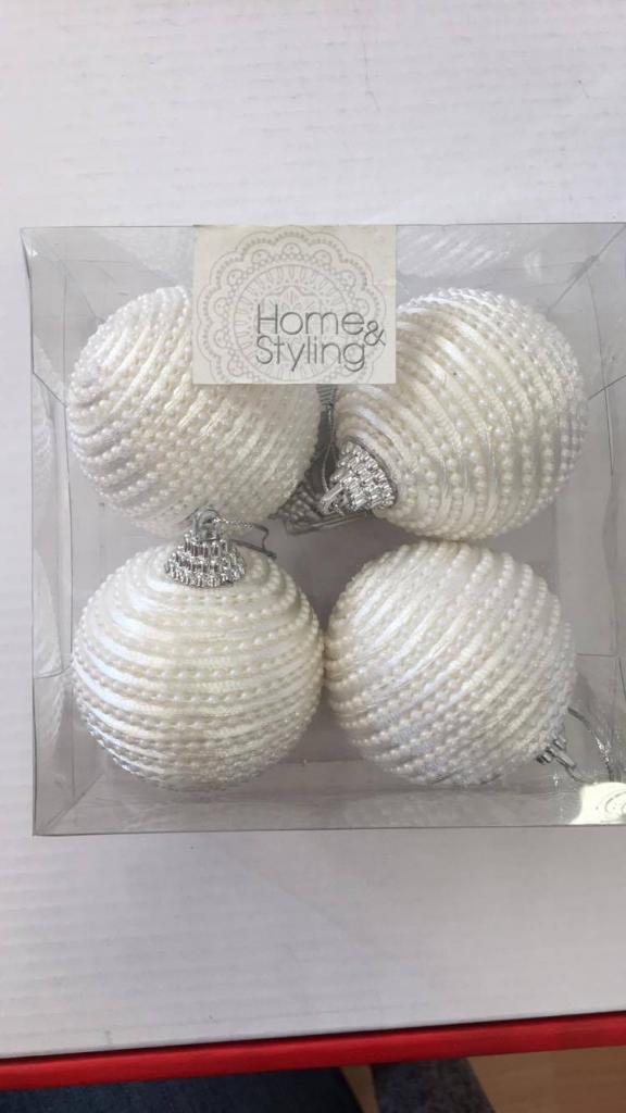 Set 4 globuri deco alb-cu perle